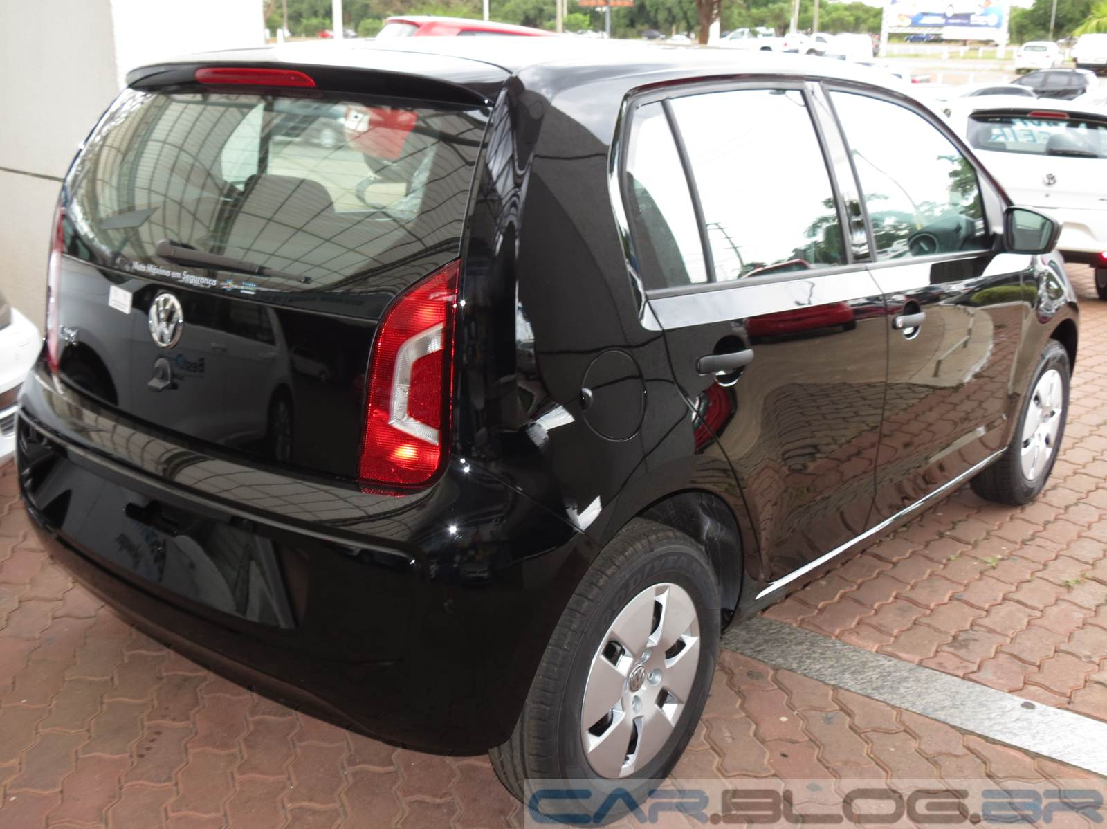 volkswagen up take vers o de entrada em fotos e v deo. Black Bedroom Furniture Sets. Home Design Ideas