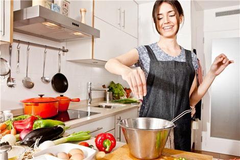 كيف تصبحين جميلة فى عيون زوجك داخل المنزل  - ربة منزل بيت ناجحة شاطرة مطبخ امرأة تطبخ- house wife - woman cooking