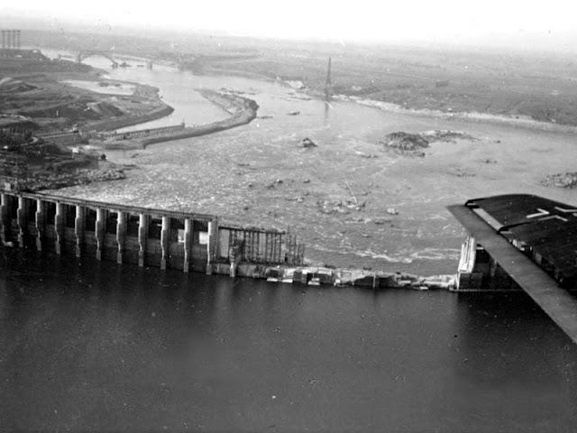 1941, Запорожье, взорванная плотина ДнепроГЭСа