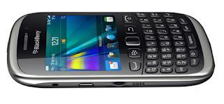 Tras filtrarse hace unas semanas, todos creíamos que la nueva Blackberry Curve 9320 sería presentada en el Blackberry World. RIM, sin embargo, decidió dar todo el protagonismo a los detalles sobre su próximo sistema operativo Blackberry OS 10, dejando la puesta de largo oficial de esta Curve para unos días después La Curve 9320 es un modelo evolucionado de la 9220, con la que comparte muchas características y añade otras nuevas, entre ellas conectividad HSDPA y una cámara con mejor resolución. Con todo, se trata de un smartphone de gama media orientado a segmento de entrada y a los consumidores