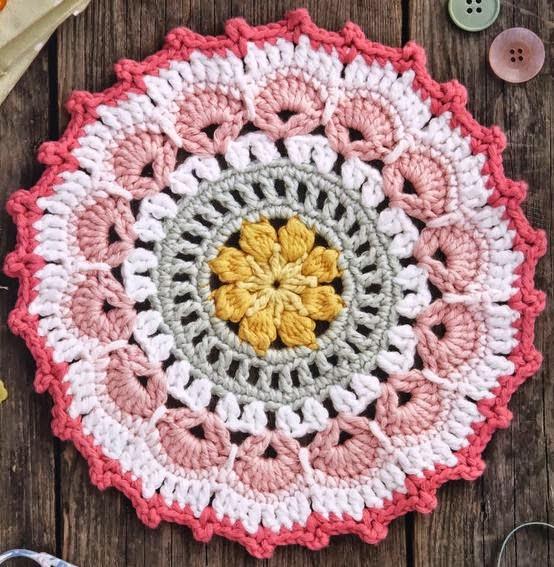 Mandala tejida al crochet paso  a paso en fotos