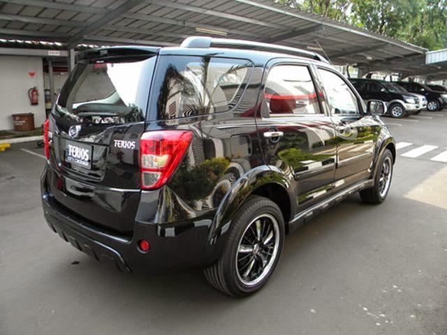 Modifikasi Mobil Daihatsu Terios Hitam