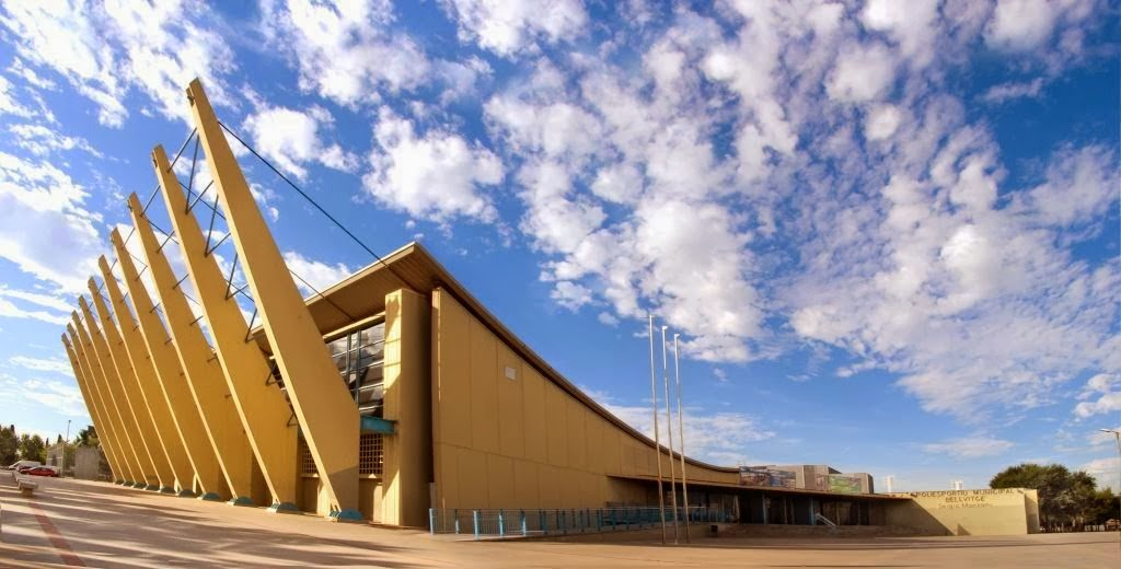 Fachada del Pabellón Deportivo Municipal de Bellvitge Sergio Manzano