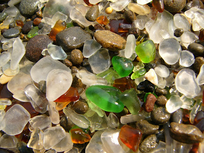شاطىء الزجاج The-Glass-beach-in-F