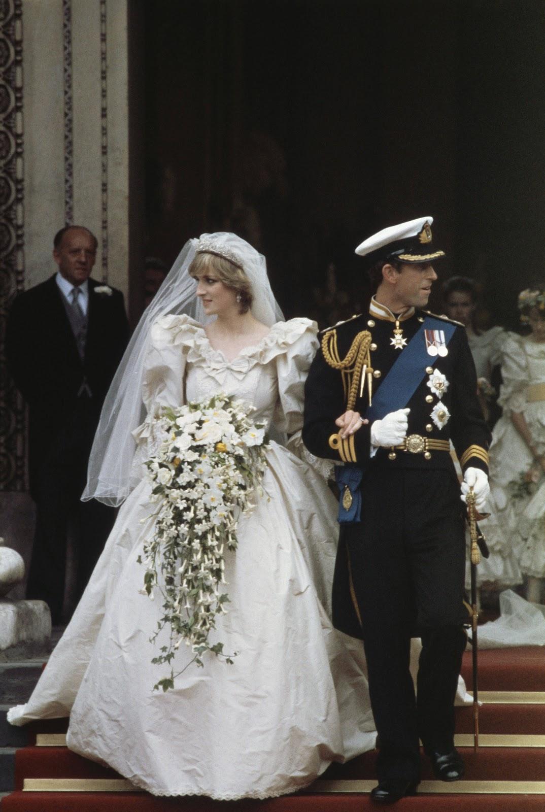 http://4.bp.blogspot.com/-CespwRMeoCk/T3vW1RsOQmI/AAAAAAAAJPM/Nyr2iAu0Clg/s1600/1981-Diana-Charles-wedding-109326934.jpg