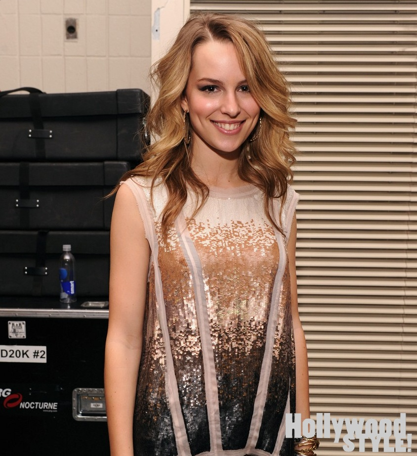 Bridgit Mendler: Jingle Ball 2012!