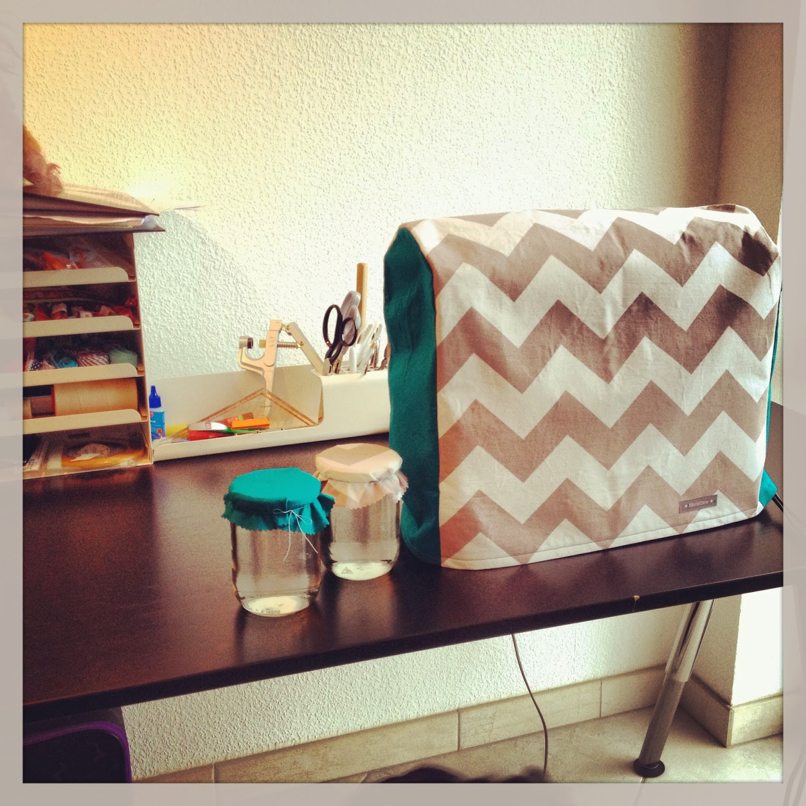 One-toe-bears: Sewing: pimpin\' my desk