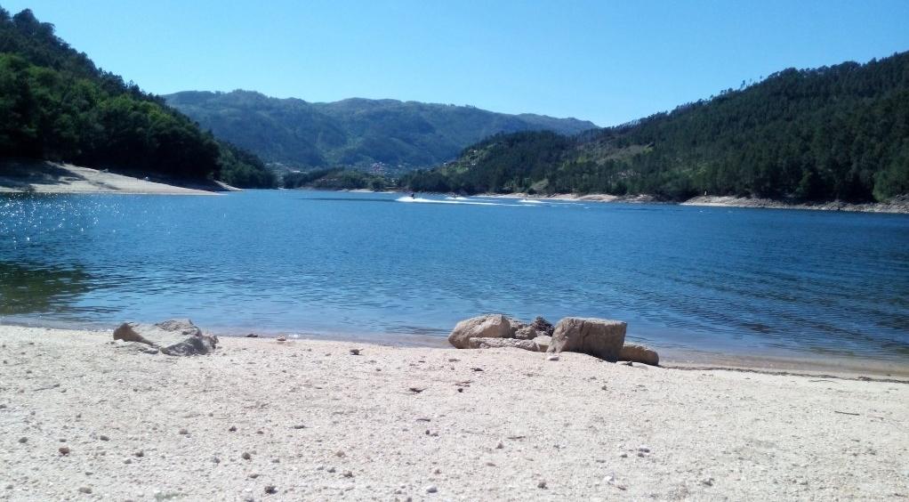 Praia Fluvial situada no Lugar de Faldrém a 1,5 km