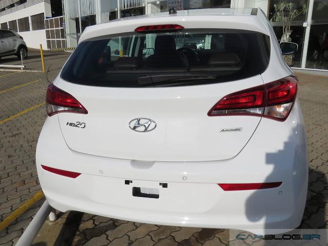 Novo Hyundai HB20 2016 - traseira - lanternas Clear Type