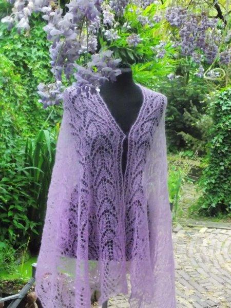 TE KOOP :diverse Rose shawls