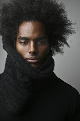 homme noir avec afro