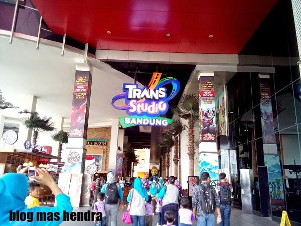Menuju Pintu Masuk Trans Studio Bandung