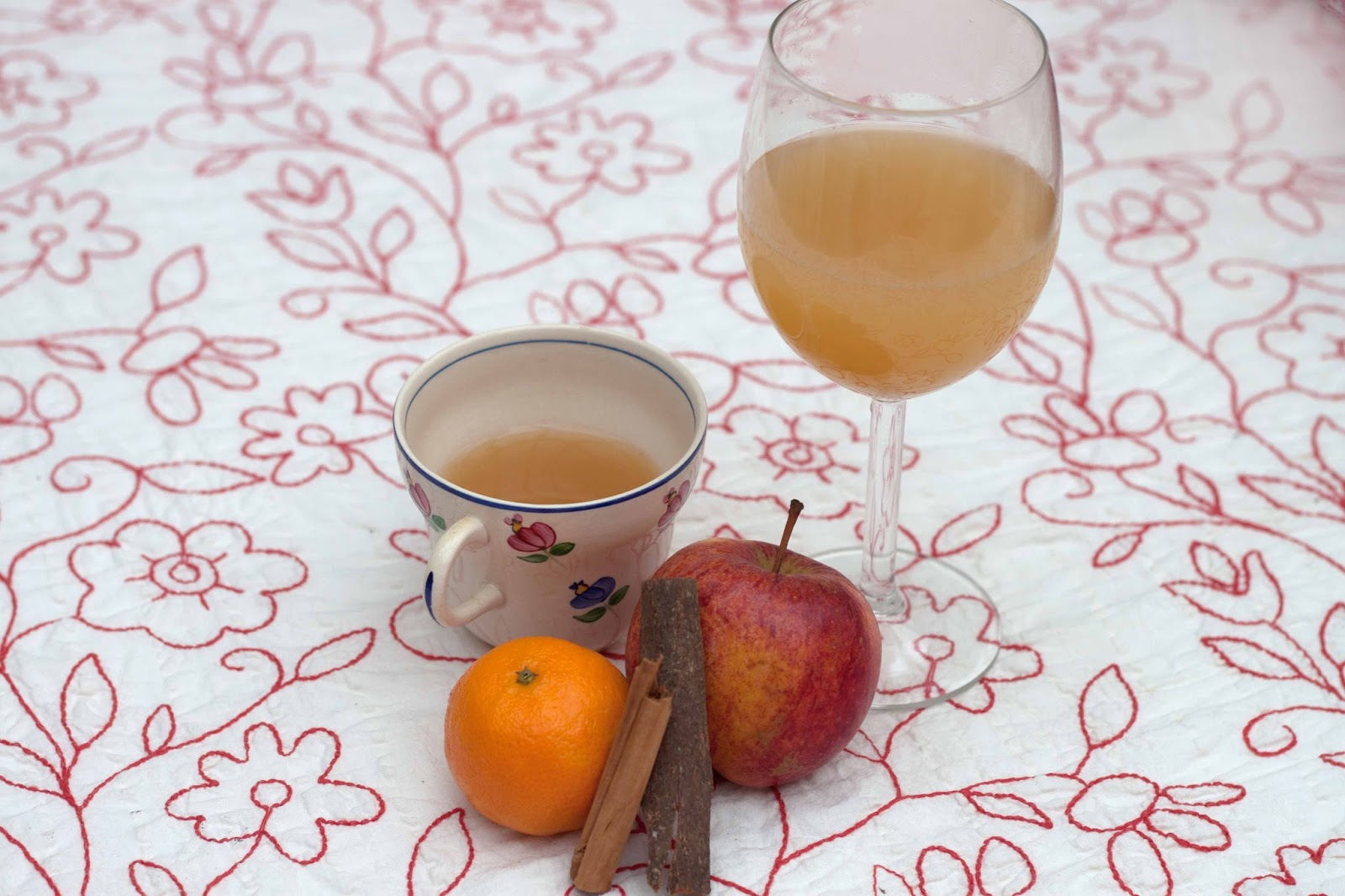 FOOD: THE EASY HOT SPICED APPLE DRINK