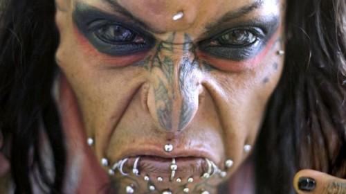 Caim Mortis: Γνωρίστε τον πιο τρομακτικό άνθρωπο που θέλει να μοιάζει στο Σατανά