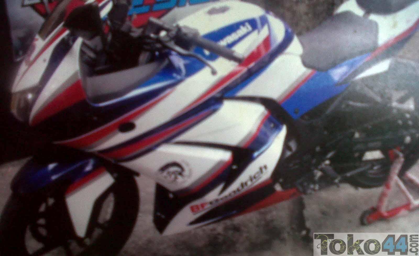 Desain Stiker Motor Kawasaki Ninja 250 title=