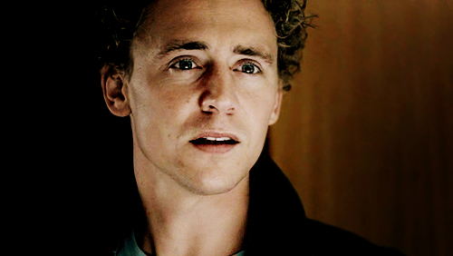 Tom Hiddleston Wallpapers