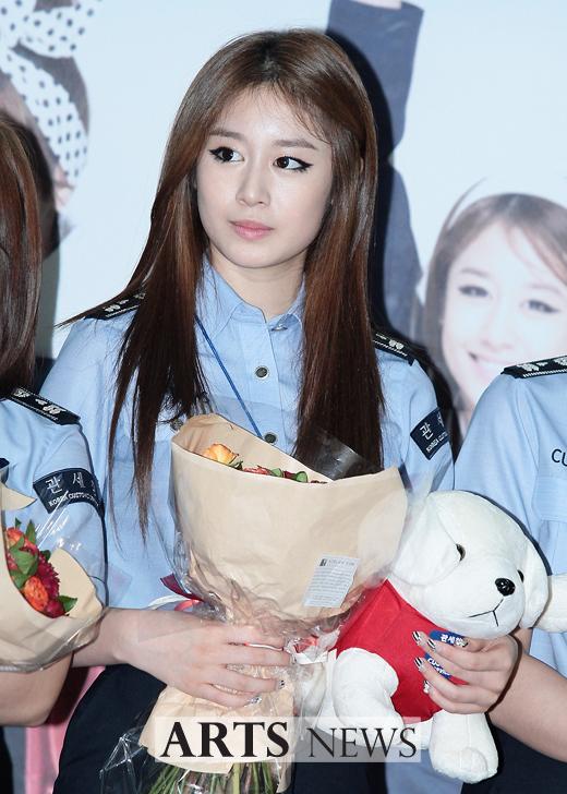 [11.09.16] T-ara son nombradas como embajadoras honorarias de Seúl en Aduanas 20110916_tara_customs_1