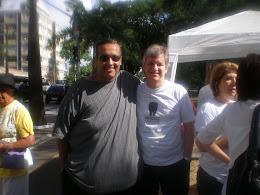 Hoje já com 130 quilos a menos, ao lado do meu médico Dr. Gilberto Pagnossin. Meu grande amigo.