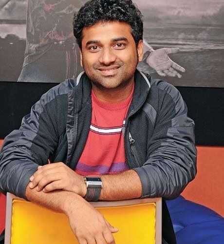 Devi Sri Prasad Live Performance at Srimanthudu Audio Launch featuring Mahesh Babu, Shruti Haasan in lead roles.   Movie : Srimanthudu Song : Jatha Kalise Lyrics : Ramajogayya Sastry Singers : Sagar, Suchitra Music : Devi Sri Prasad  Director : Koratala Siva Banner : Mythri Movie Makers & G Mahesh Babu Entertainment Pvt Ltd Producer : Mahesh Babu, Y.Naveen, Y.Ravi, Mohan.  Srimanthudu Movie is scheduled for August 7th release.