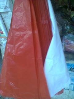 plastik merah dan putih