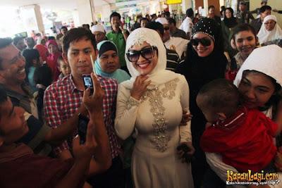artis jupe memakai baju muslimah terbaru tersandung kasus