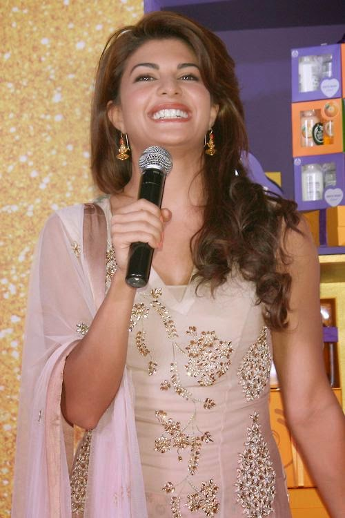 Jacqueline Fernandez Celebrates Diwali With Underprivileged Children At Pacific Mall