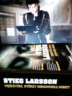 """Stieg Larsson """"Mężczyźni, który nienawidzą kobiet"""" + zdjęcia z Budapesztu"""