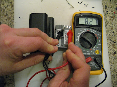 Checking Voltage of Connected High Capacity DSLR Battery