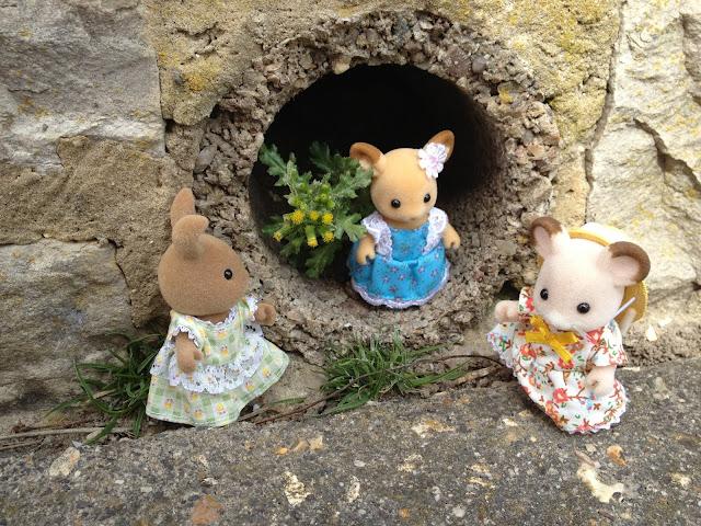 Sylvanian Families Cave  Dappledawn Rabbit Fielding Mouse Buckley Deer