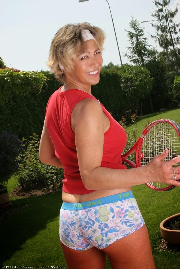 Miluse Havelova: Miluse Havelova........tennis anyone?