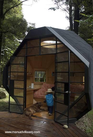 Arquitectura de casas peque a caba a geom trica de madera for Cabanas para jardin