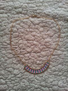 colis-née-jolie-bijoux-collier-plastron-jewelry