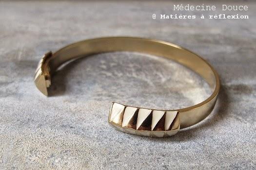 Bracelet Médecine Douce doré blanc été folk graphique Legend
