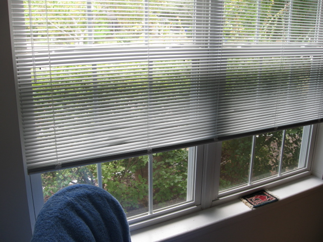 how to clean mini blinds with vinegar