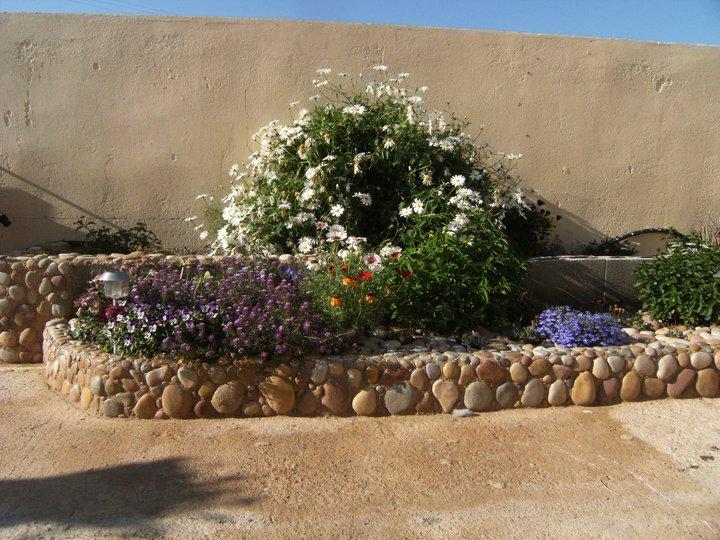 El jard n secreto dise o de las jardineras - Piedras para jardineras ...