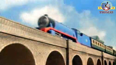 Big blue Gordon the tank engine express Percy the train is good at carrying the railway mail cars