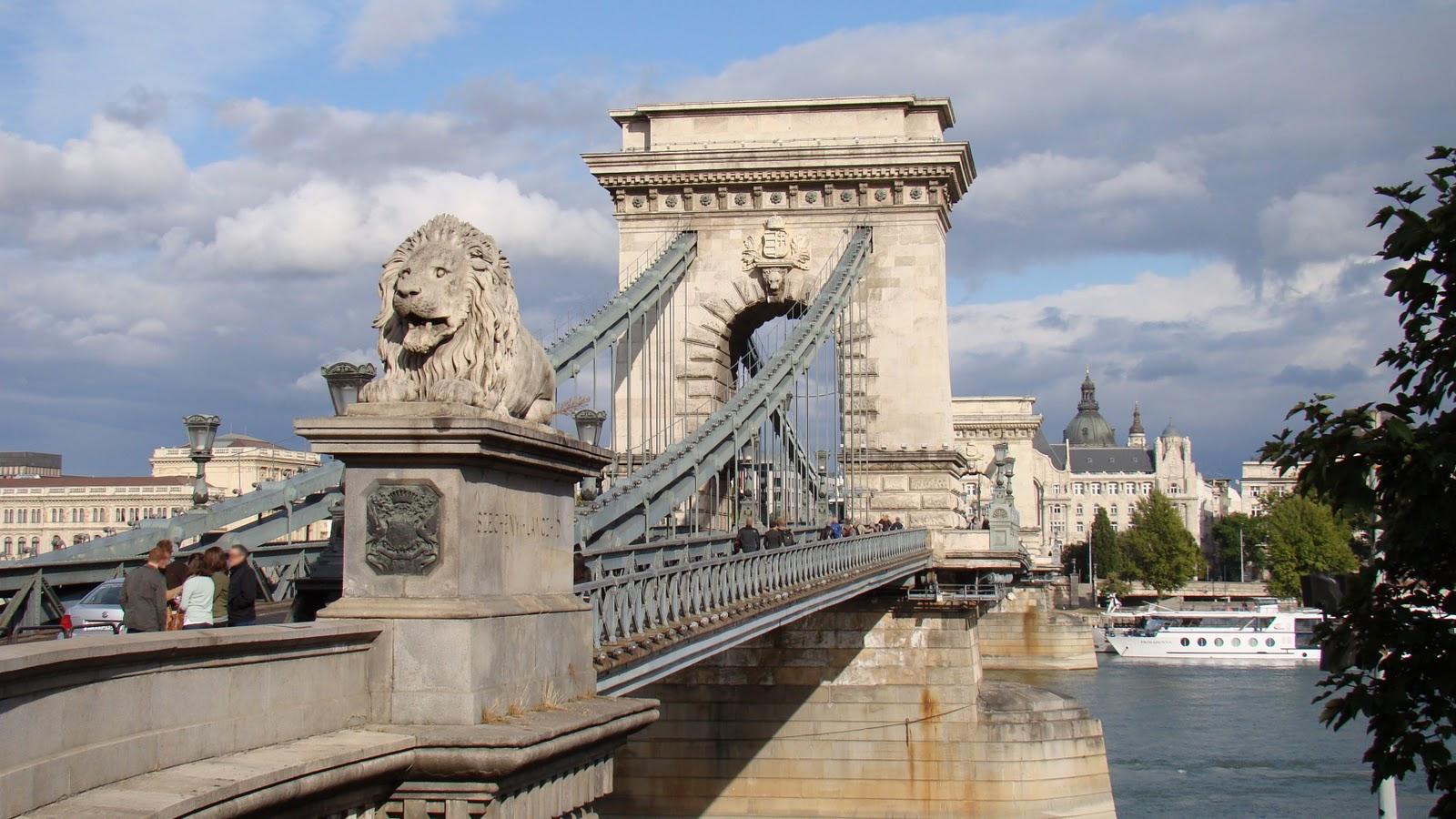 Resultado de imagen de leones puente de las cadenas budapest