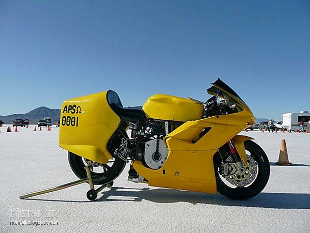 Superbike was considered the fastest motorcycle in the world, working on an electric motor. According to the results of test check of the Great Salt Lake Desert elektrobayk has a top speed 352 kilometers per hour.