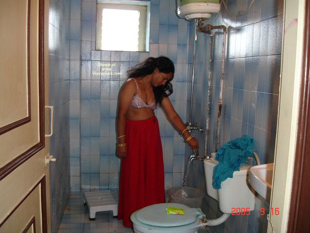 Indian Desi Village Bhabhi Outdoor Sey Bath Hot Mms