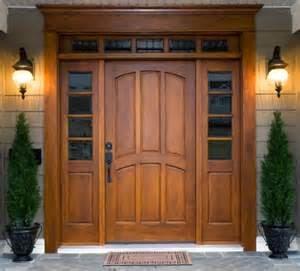 Misalnya, anda lebih banyak menggunakan kayu dan beragam benda di bagian dalam dan luar rumah anda dominan terbut dari kayu, maka anda bisa menggunakan warna coklat untuk kusen pintu dan jendela.