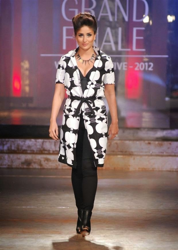 Kareena Kapoor Latest Unseen Rare Hot Pics on ramp lakme fashion week cleavage cut visible
