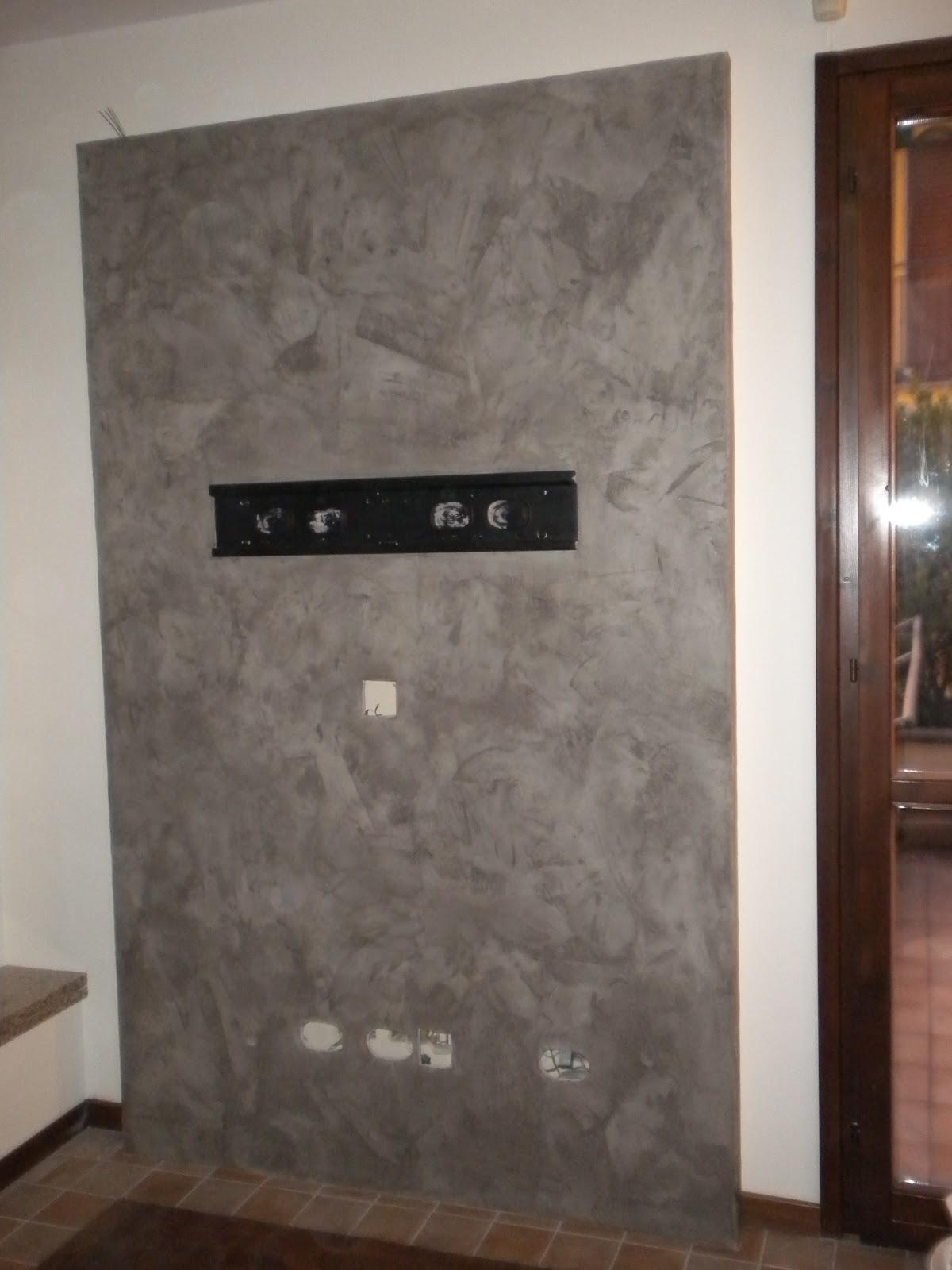 ... materica effetto cemento,eseguito su parete in cartongesso