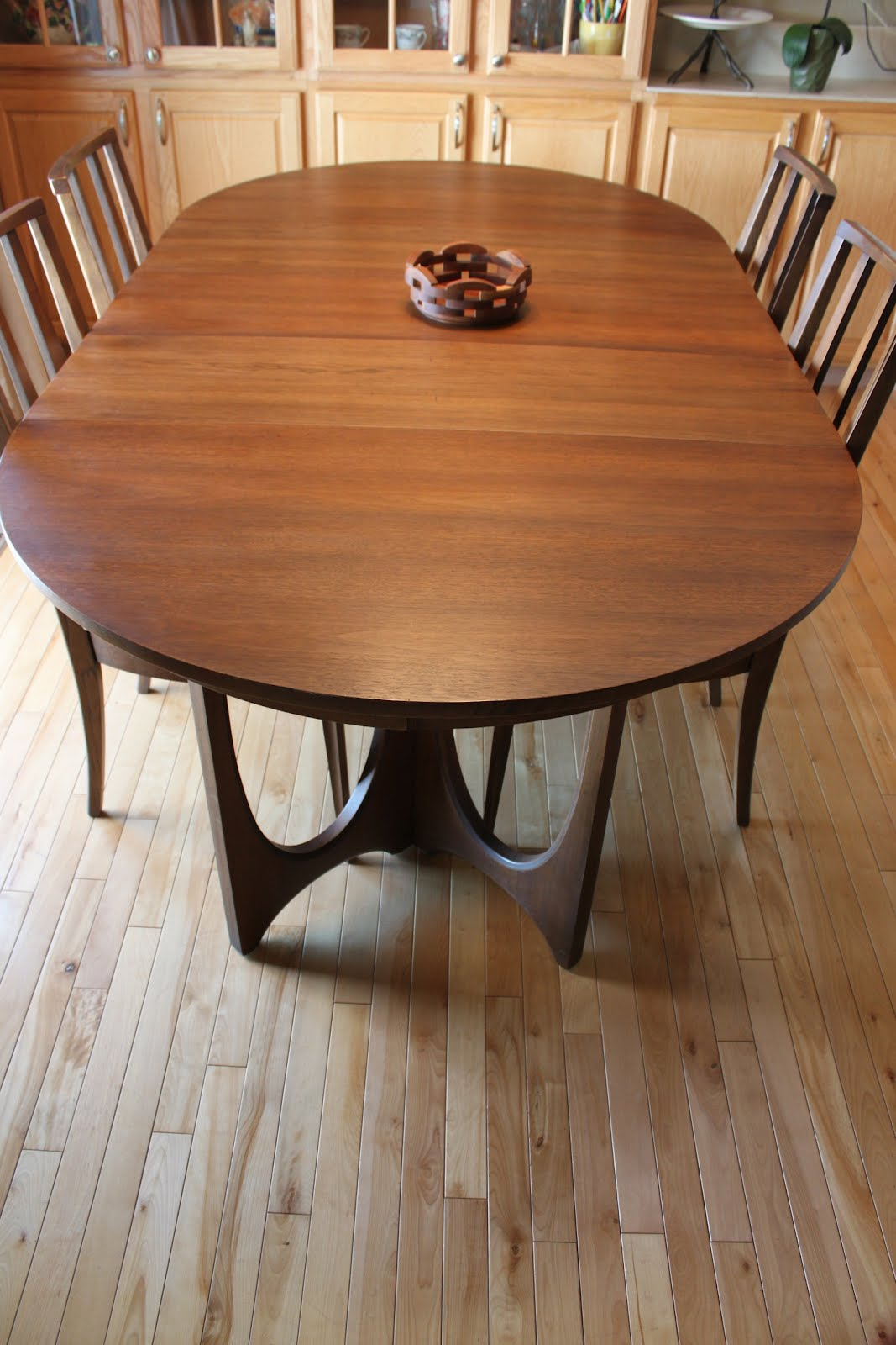 Charmant Broyhill Brasilia Dining Table .