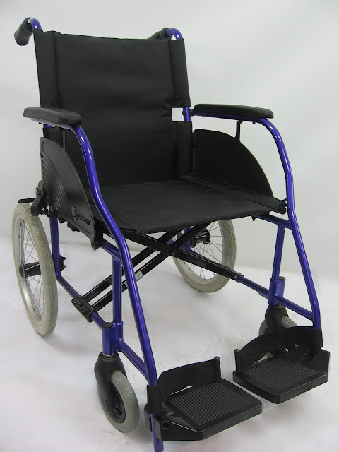 Kerusi roda memindah 交通轮椅 Transfer chair ( net weight 10kg to 12kg )