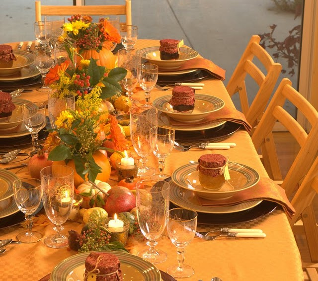 Home decoration design decoration ideas for thanksgiving for Pictures of fall table decorations