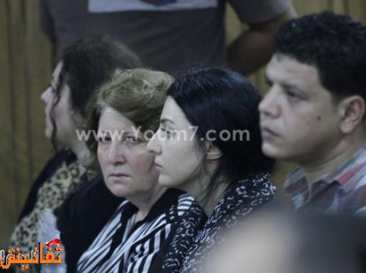 صافيناز مع والدتها واختها