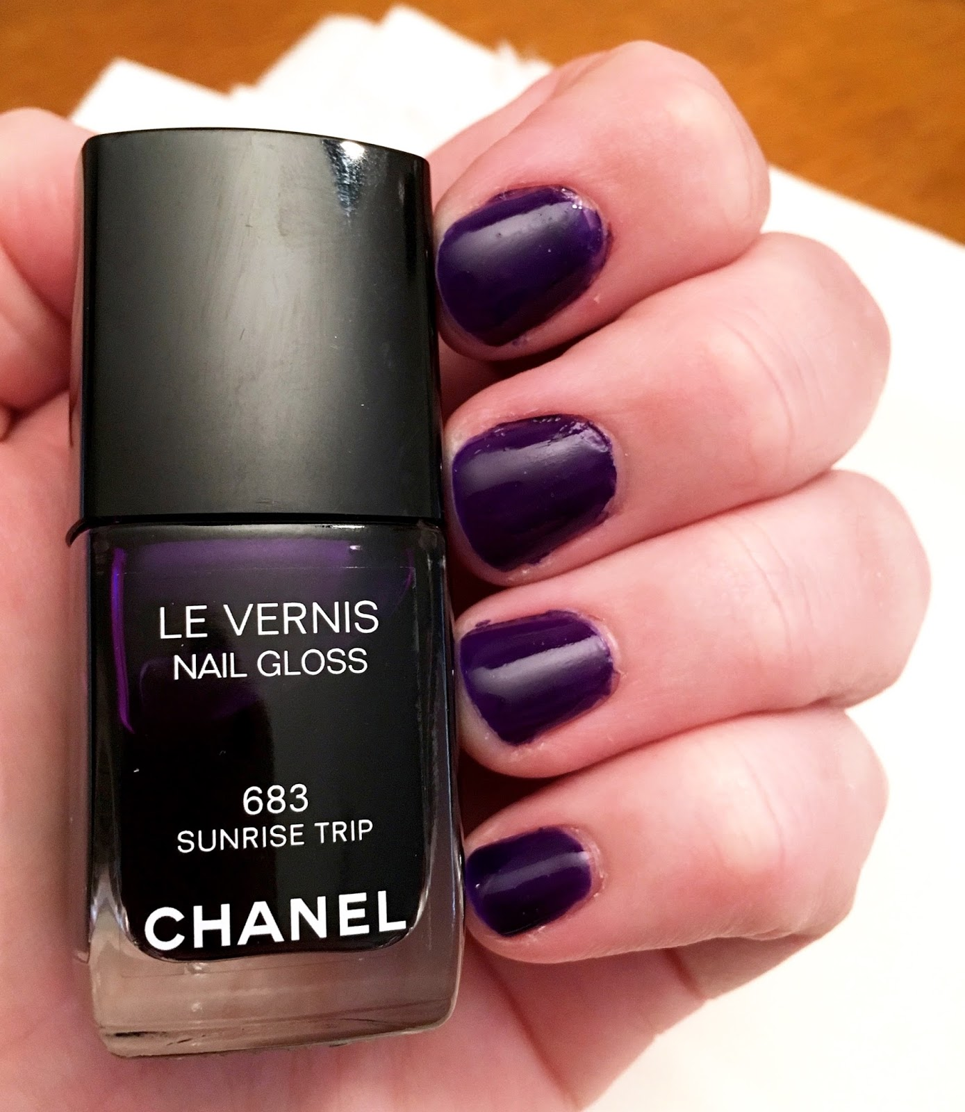 Luxury on the Lips: Nailed It - Chanel Nail Gloss in 683 Sunrise Trip