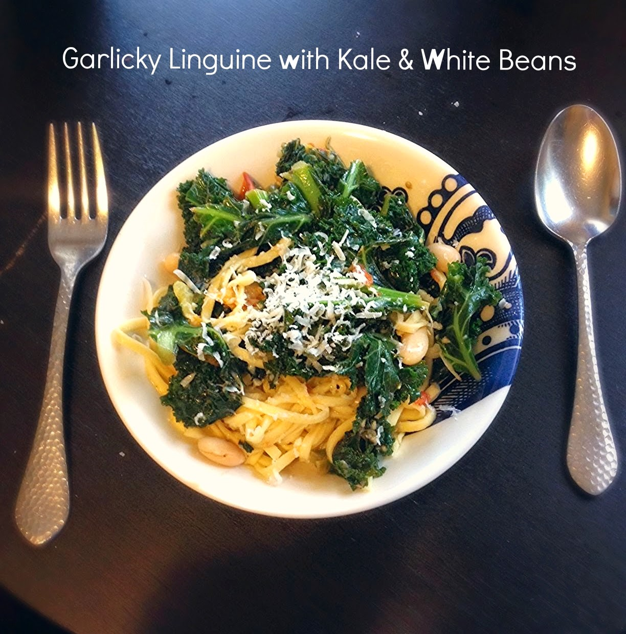 Meatless Monday: Garlicky Linguine with Kale & White Beans | hardparade.blogspot.com