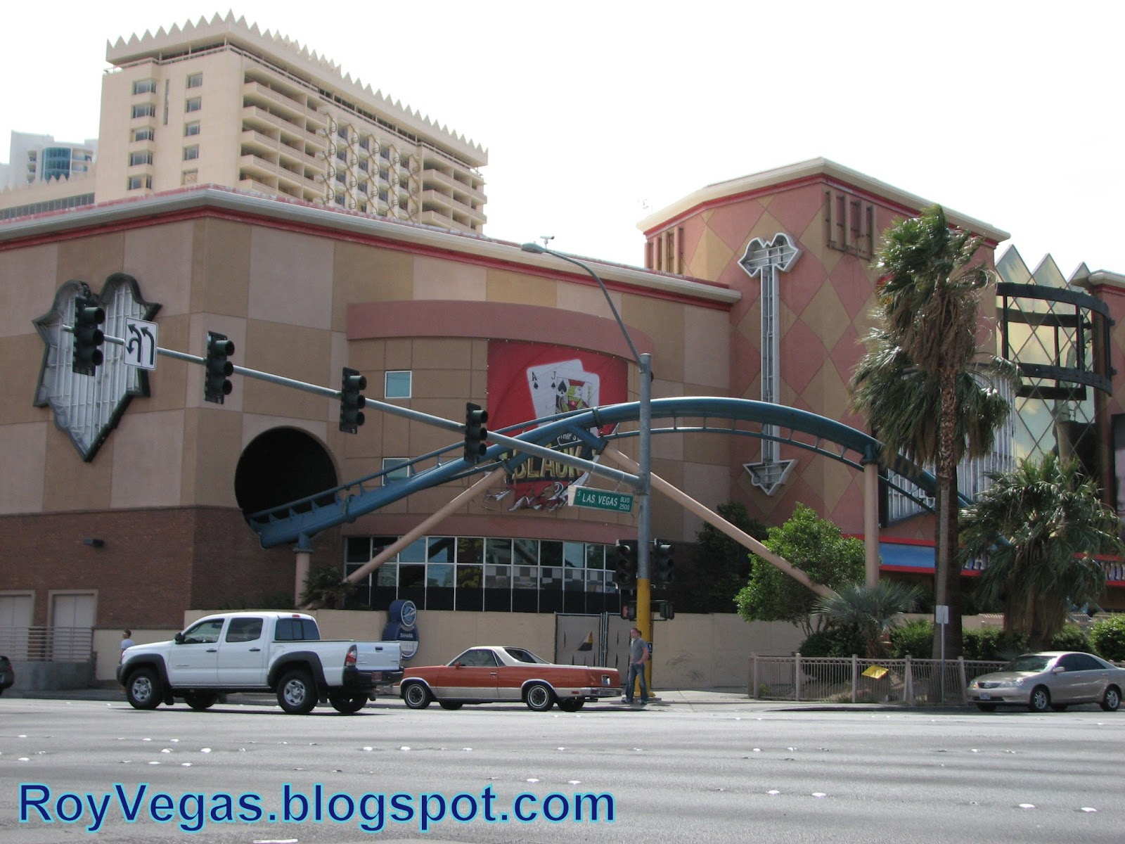 casino in vegas with roller coaster