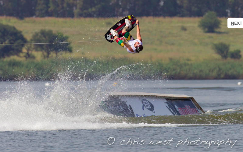 wakeboard and wakeskate Wakeskating is not just an activity, it's not just a sport it truly is a way of life when looking at a wakeskate closely, we see that the general shape of the board is similar to that of a wakeboard, but it has no bindings.